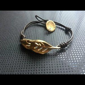 Chloe + Isabel Leaf Bracelet